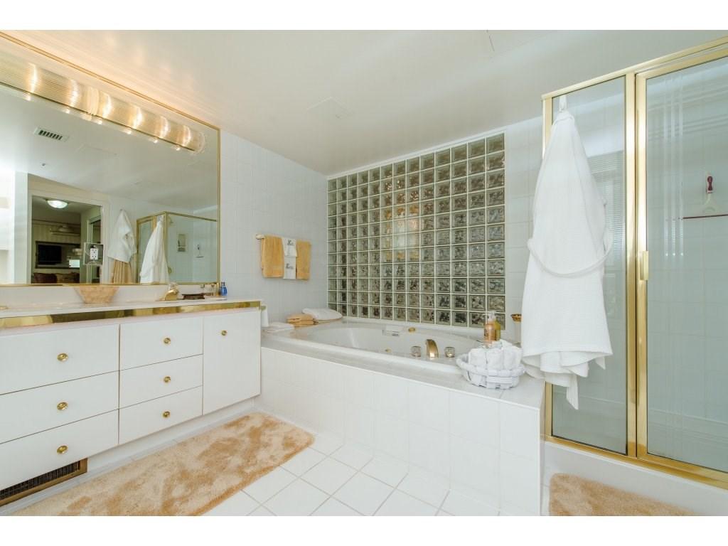 Condo Apartment at 1701 32330 S FRASER WAY, Unit 1701, Abbotsford, British Columbia. Image 16