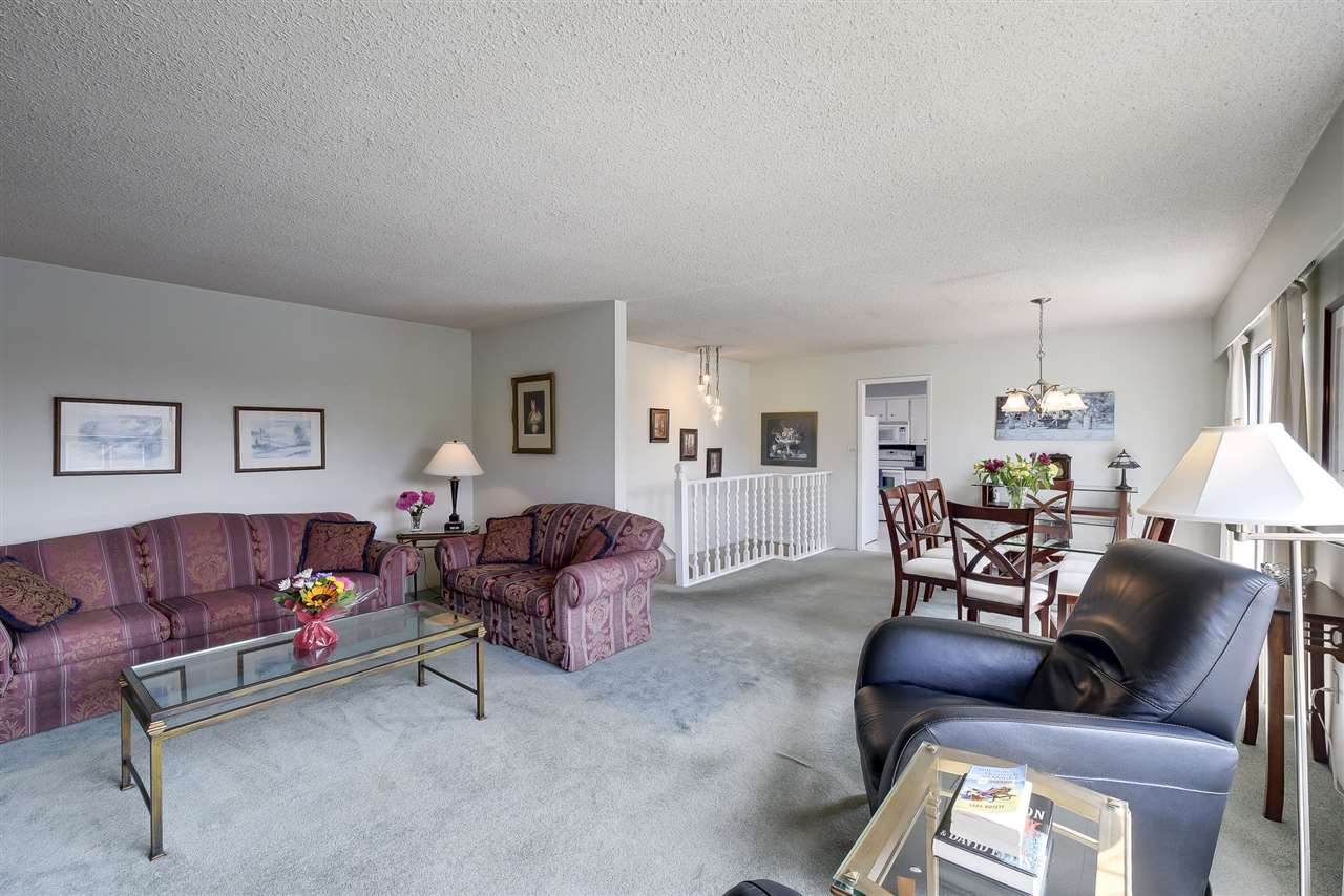Detached at 5243 WALNUT PLACE, Ladner, British Columbia. Image 4