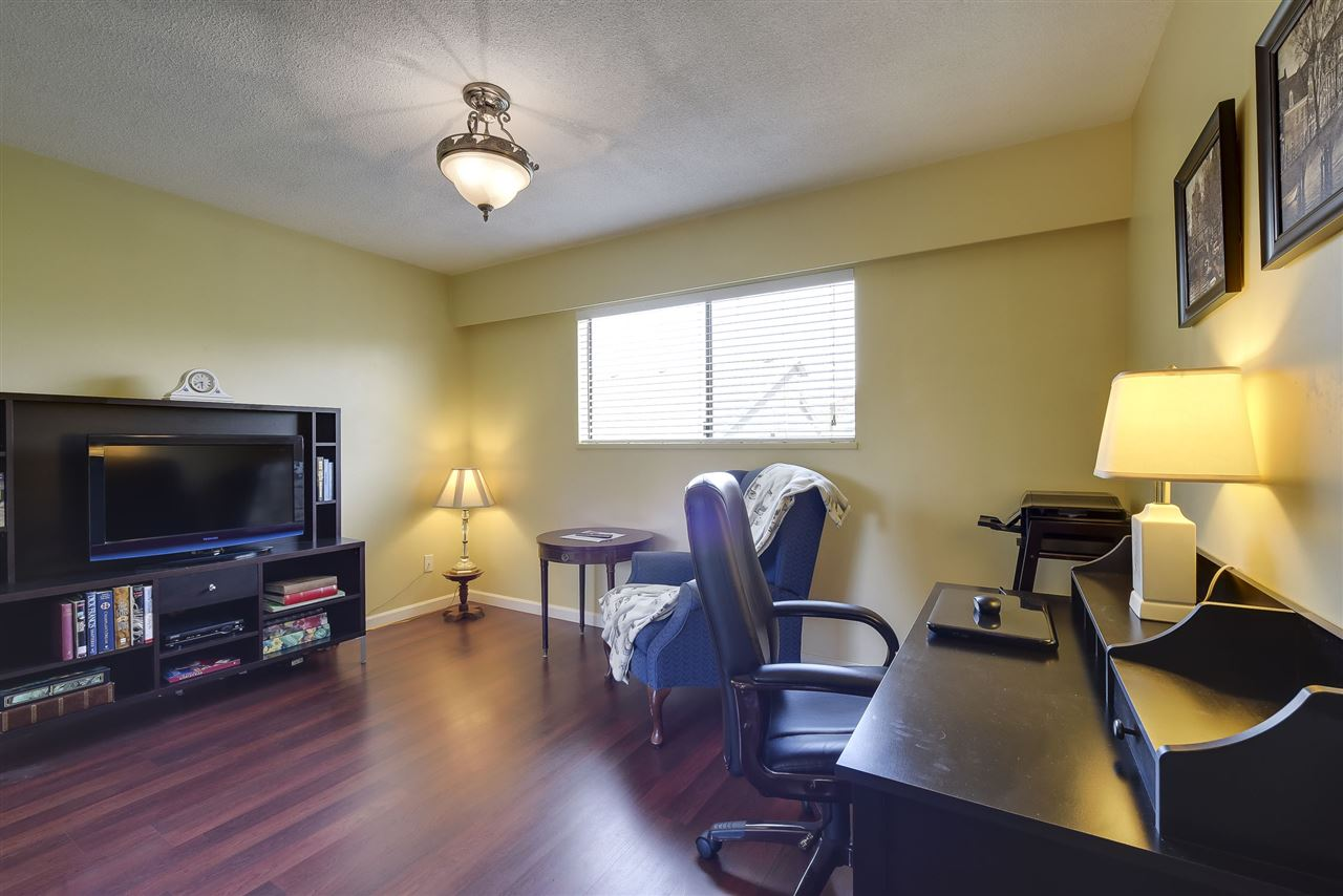 Detached at 5243 WALNUT PLACE, Ladner, British Columbia. Image 13
