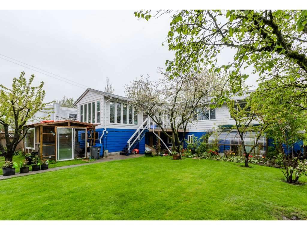 Detached at 17416 62A AVENUE, Cloverdale, British Columbia. Image 3