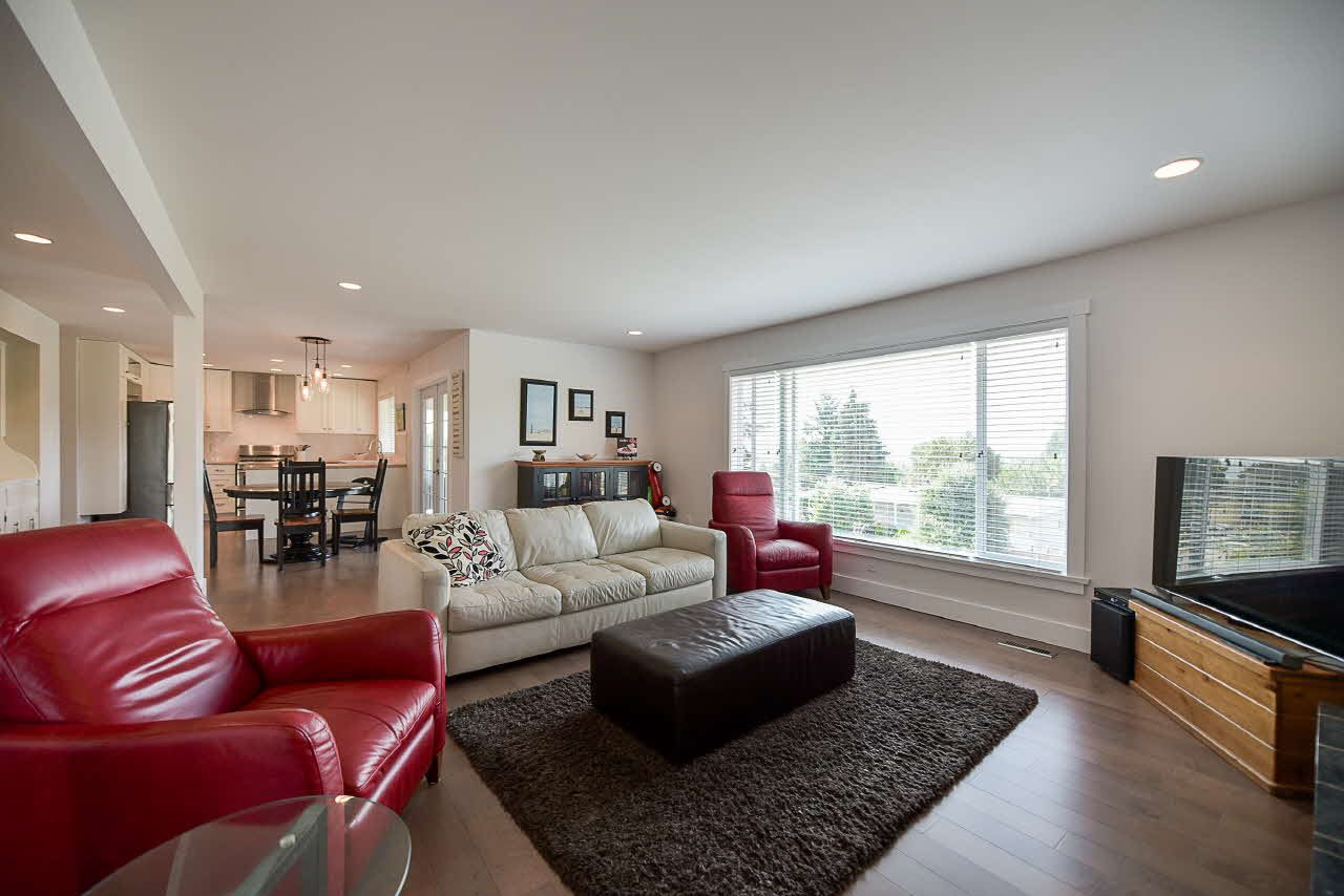 Detached at 18110 59A AVENUE, Cloverdale, British Columbia. Image 4