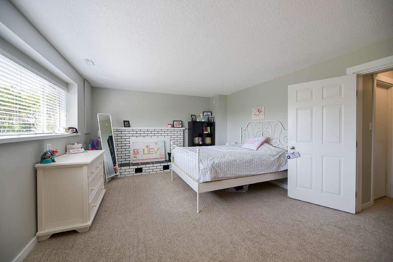 Detached at 18110 59A AVENUE, Cloverdale, British Columbia. Image 16