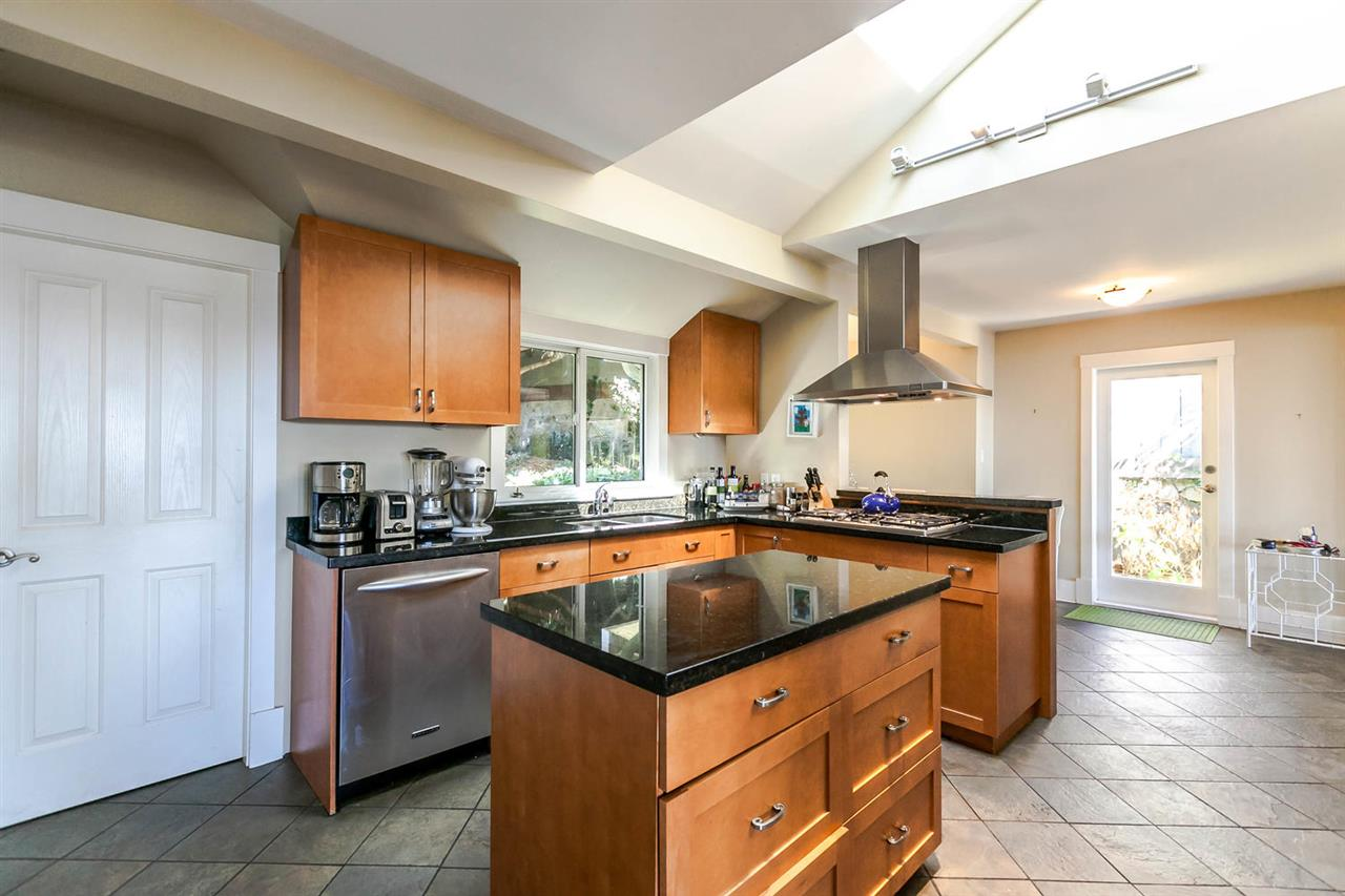 Detached at 2631 MARINE DRIVE, West Vancouver, British Columbia. Image 6