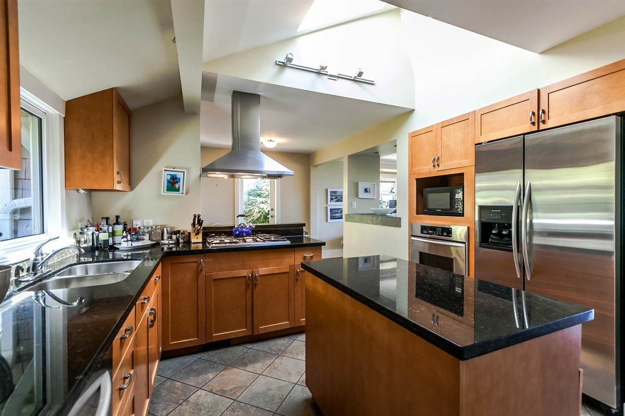 Detached at 2631 MARINE DRIVE, West Vancouver, British Columbia. Image 7