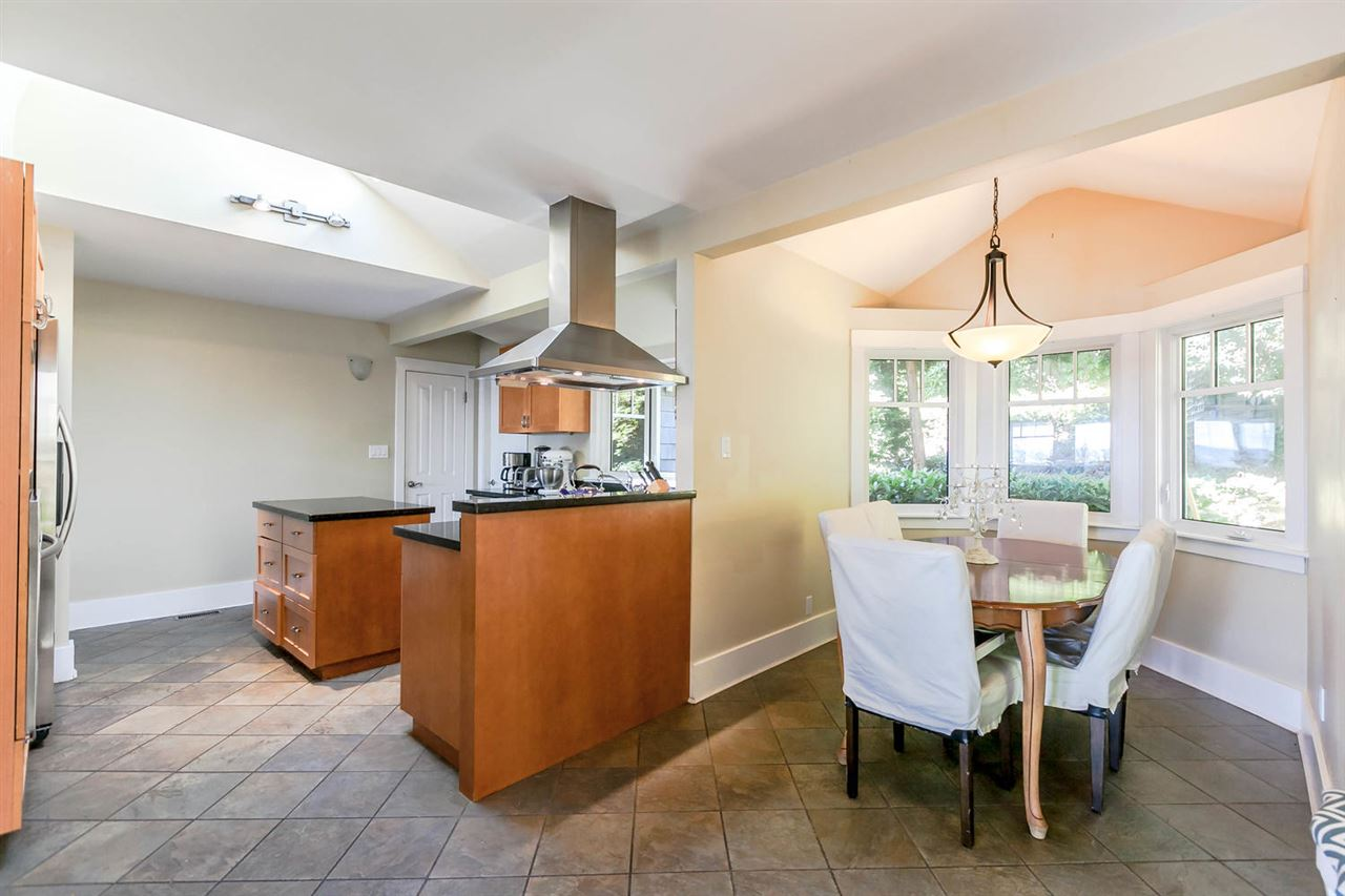 Detached at 2631 MARINE DRIVE, West Vancouver, British Columbia. Image 9