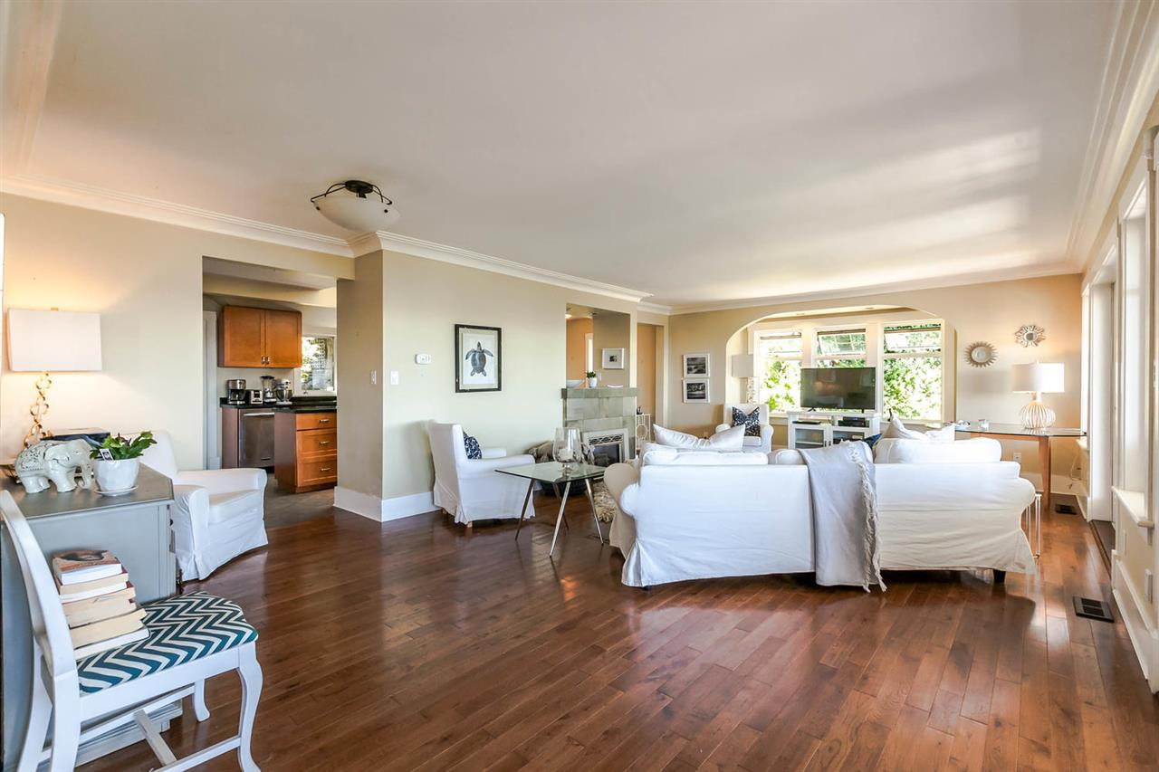 Detached at 2631 MARINE DRIVE, West Vancouver, British Columbia. Image 11