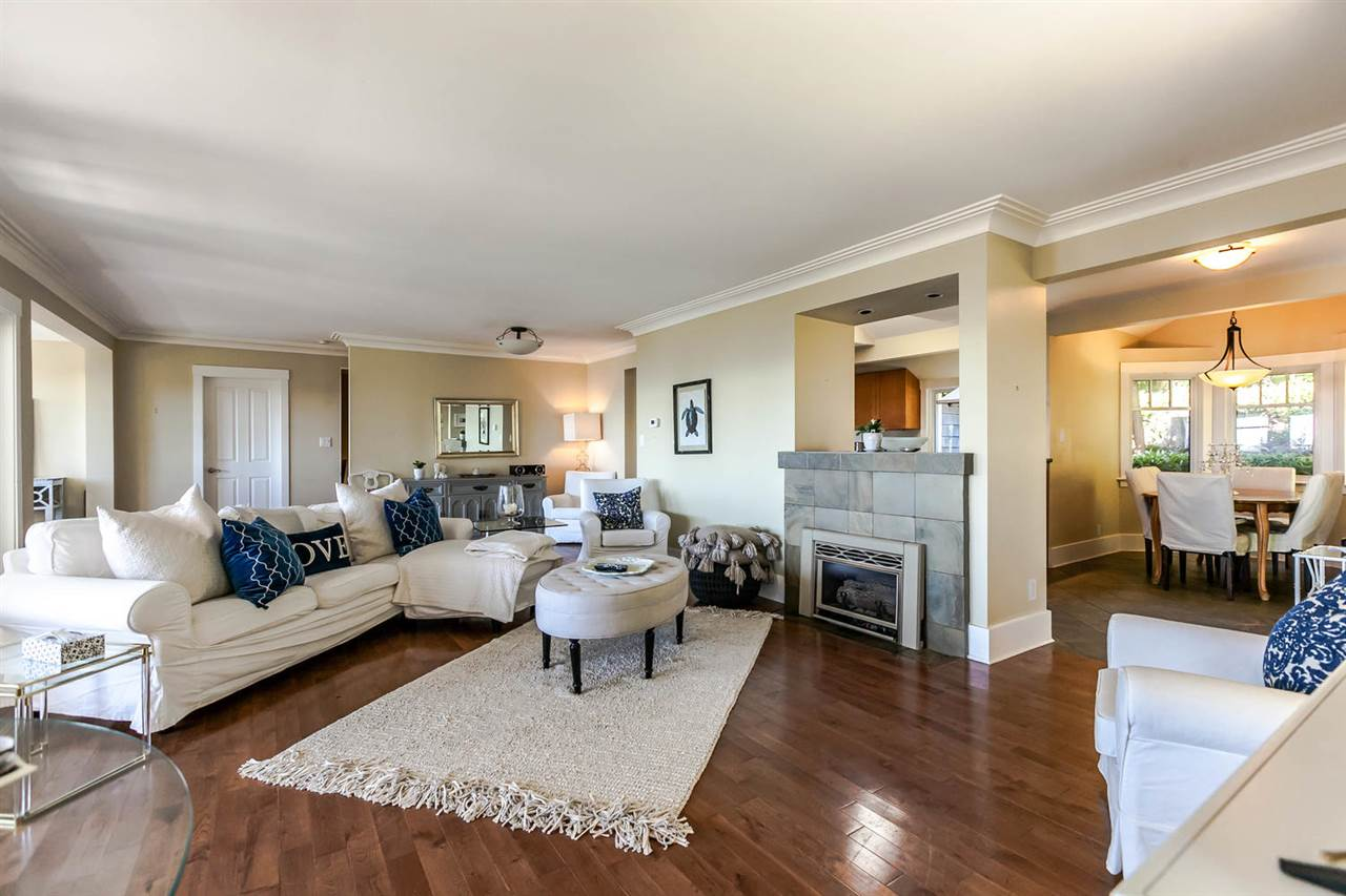 Detached at 2631 MARINE DRIVE, West Vancouver, British Columbia. Image 13