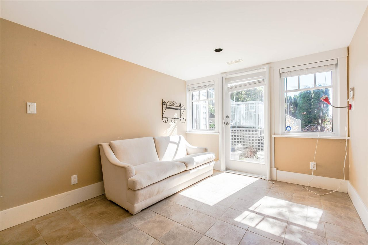 Detached at 2631 MARINE DRIVE, West Vancouver, British Columbia. Image 19