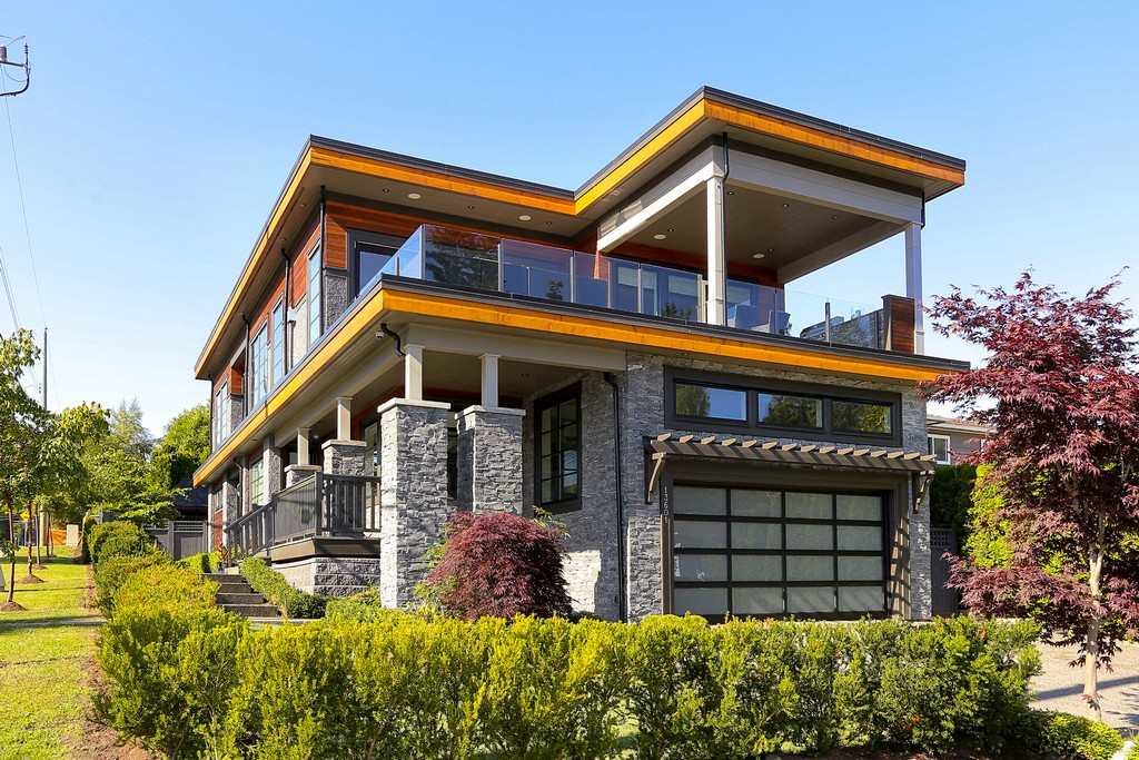 Detached at 13601 MALABAR AVENUE, South Surrey White Rock, British Columbia. Image 1