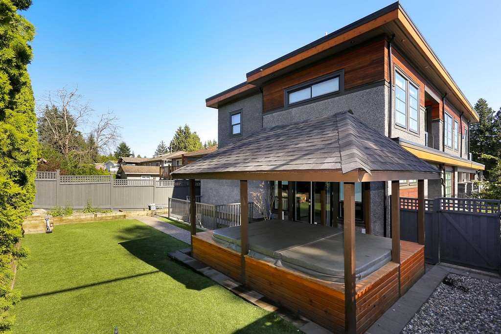 Detached at 13601 MALABAR AVENUE, South Surrey White Rock, British Columbia. Image 20