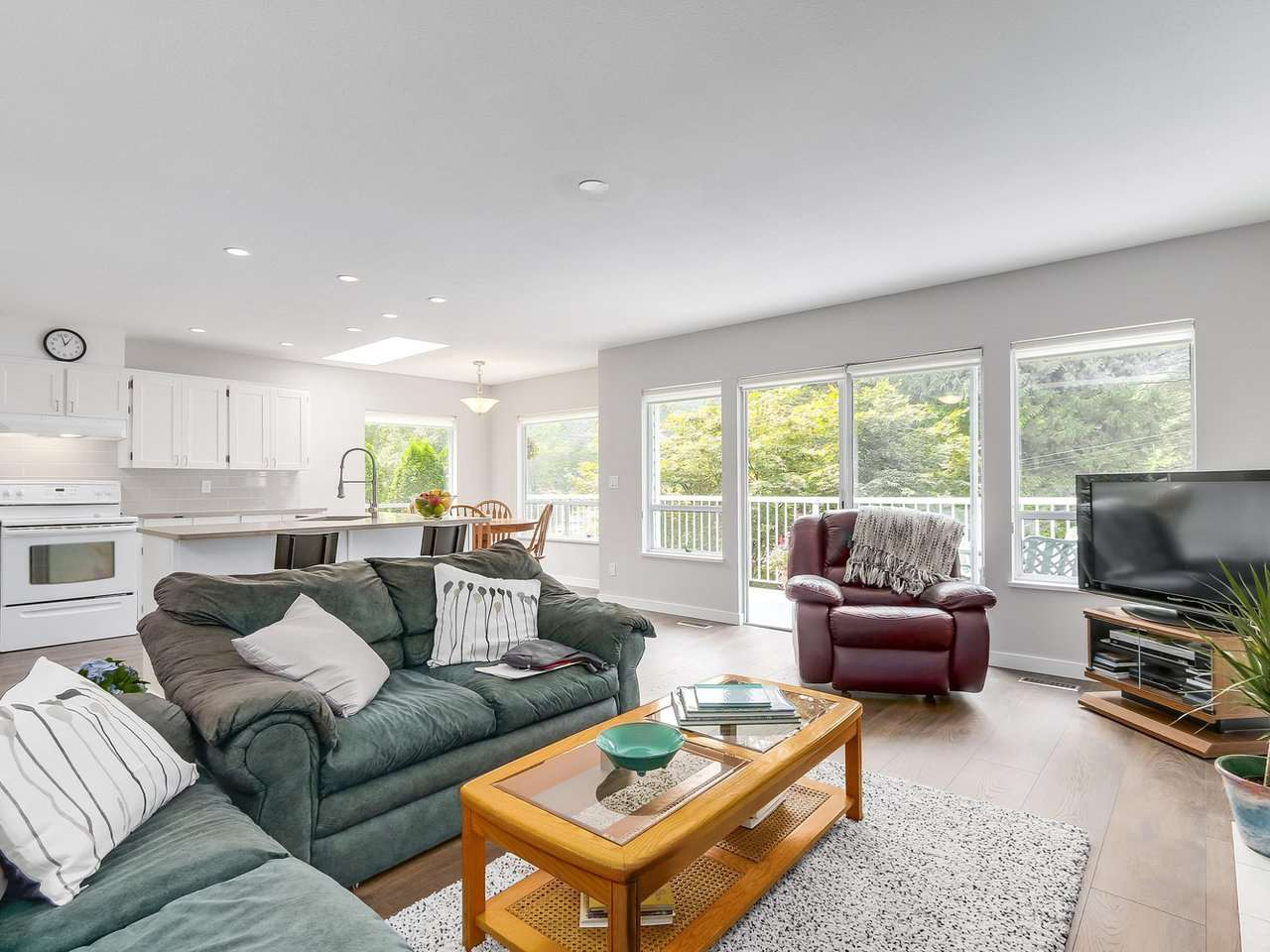 Detached at 1528 EDGEWATER LANE, North Vancouver, British Columbia. Image 8