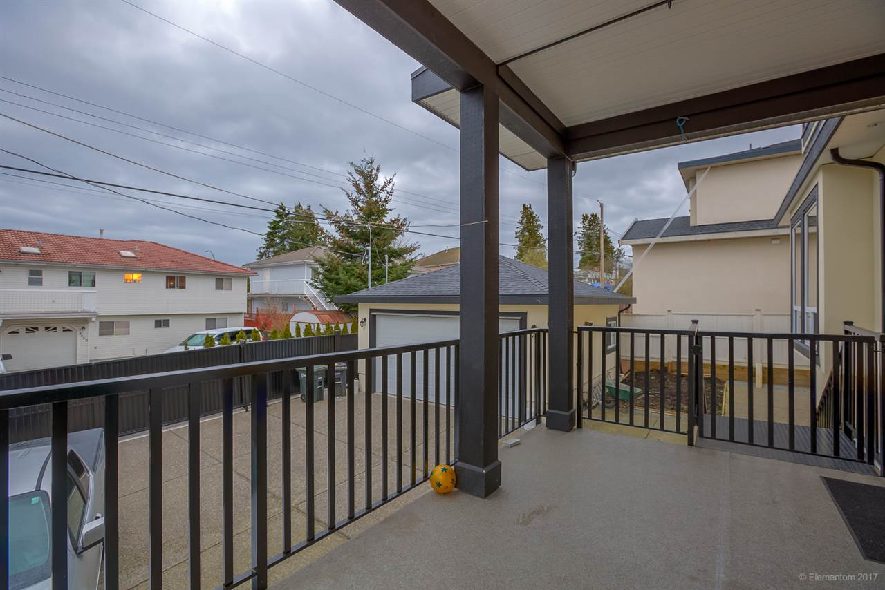 Detached at 5049 LAUREL STREET, Burnaby South, British Columbia. Image 3