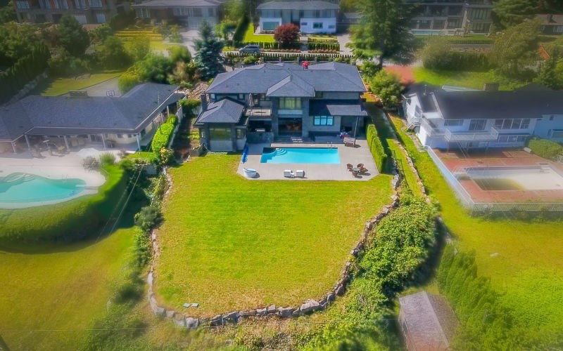 Detached at 990 EYREMOUNT DRIVE, West Vancouver, British Columbia. Image 16