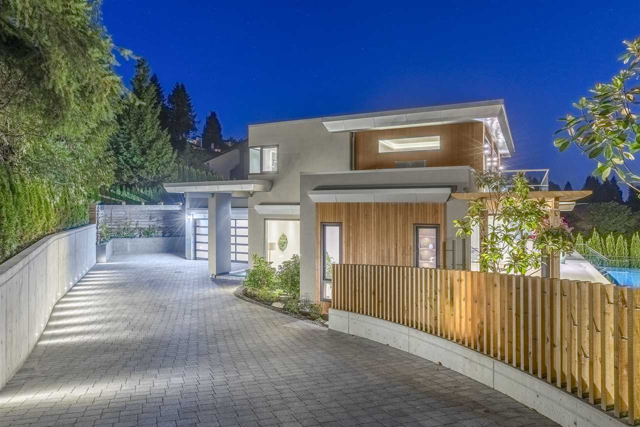 Detached at 1545 CAMELOT ROAD, West Vancouver, British Columbia. Image 1