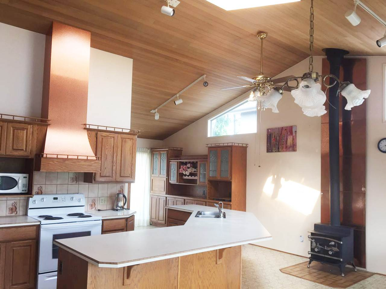 Detached at 4641 VICTORY STREET, Burnaby South, British Columbia. Image 4