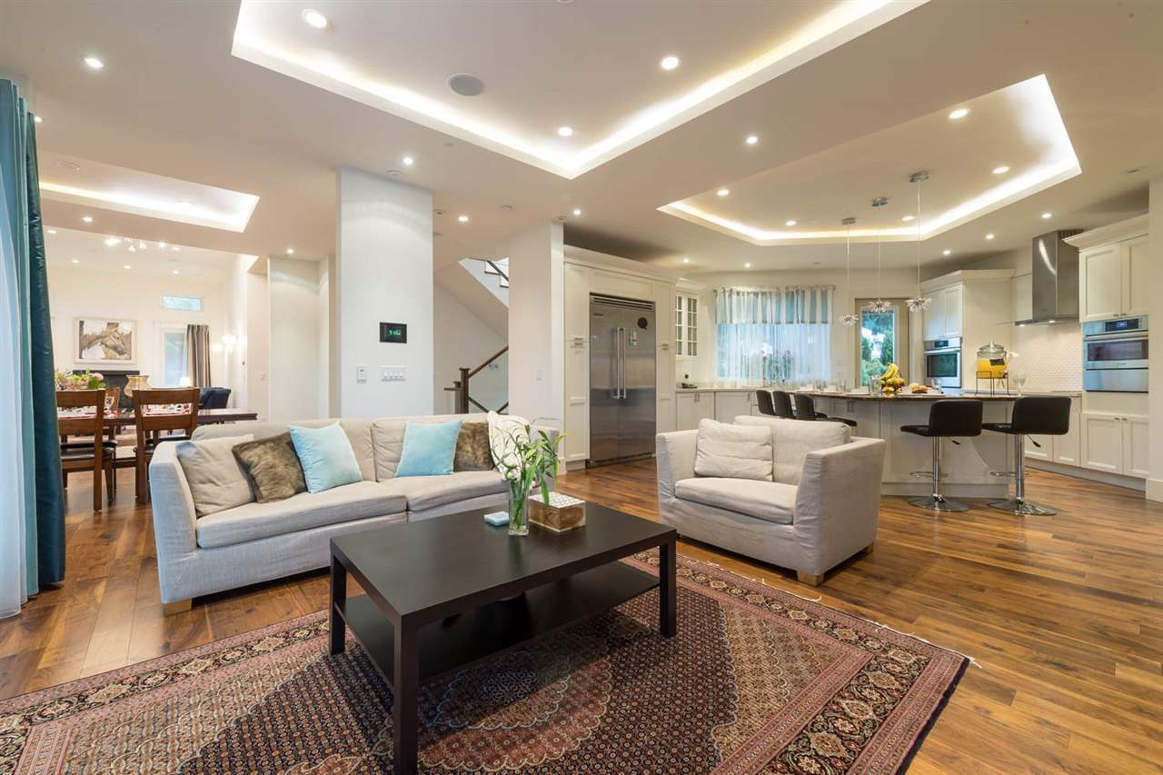 Detached at 3498 SUNSET BOULEVARD, North Vancouver, British Columbia. Image 4