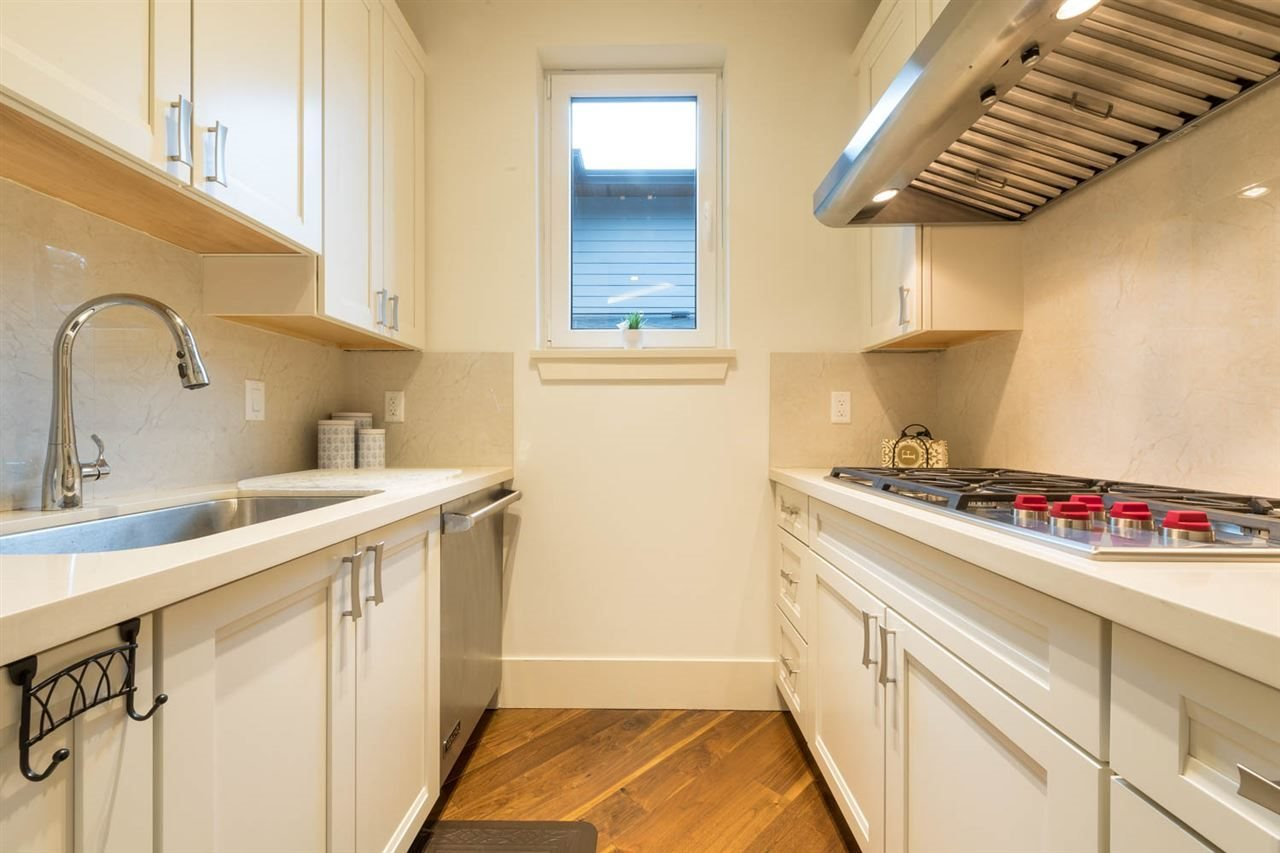 Detached at 3498 SUNSET BOULEVARD, North Vancouver, British Columbia. Image 12