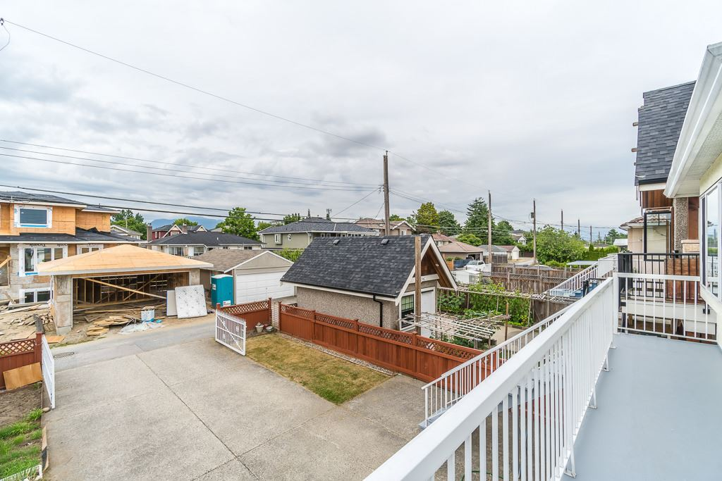Detached at 3831 SPRUCE STREET, Burnaby South, British Columbia. Image 19
