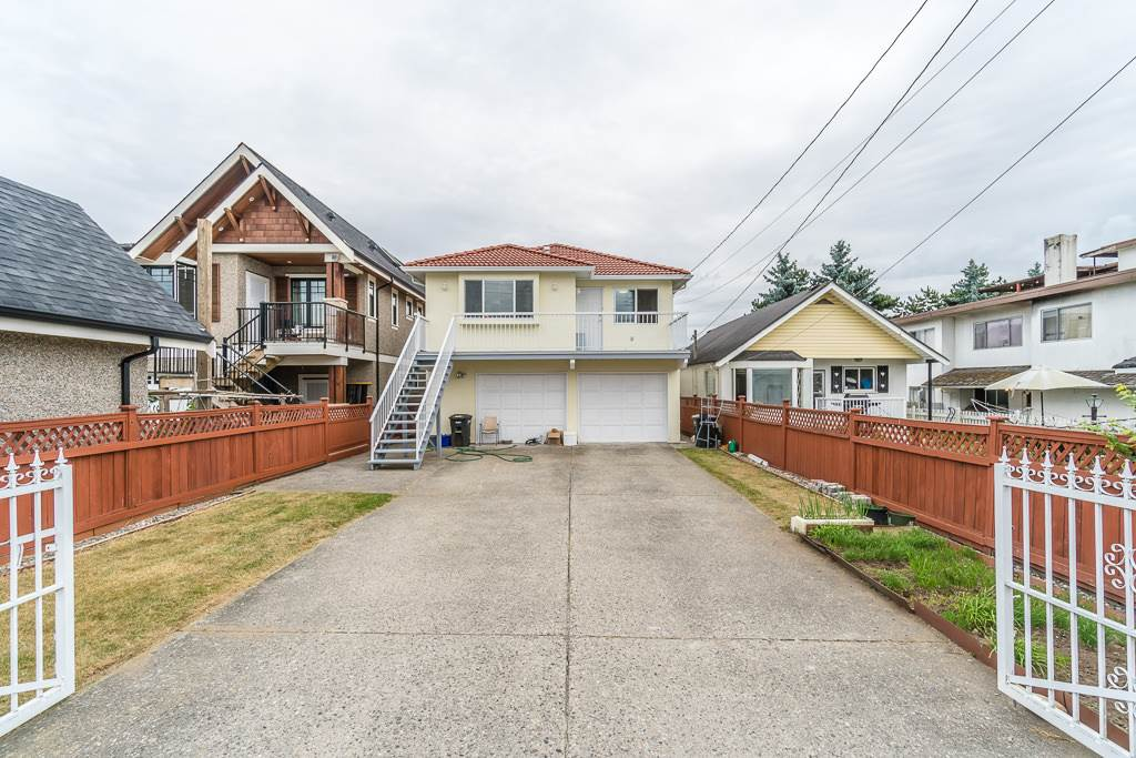 Detached at 3831 SPRUCE STREET, Burnaby South, British Columbia. Image 20