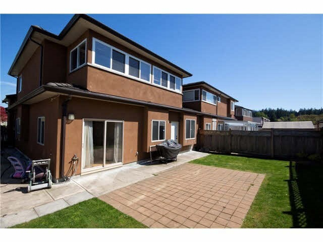 Half-duplex at 5279 DIVINE PLACE, Burnaby South, British Columbia. Image 7