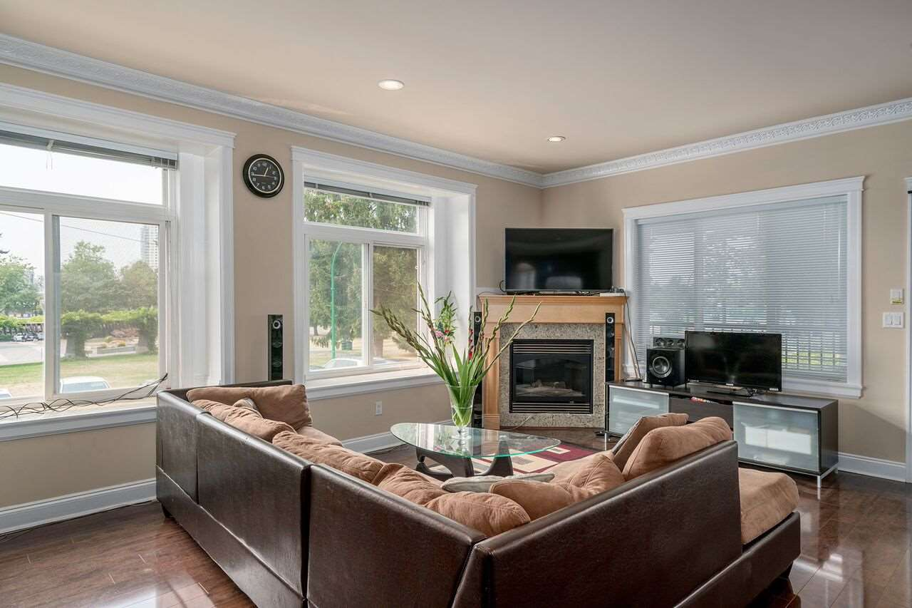 Detached at 7138 HUMPHRIES AVENUE, Burnaby South, British Columbia. Image 2