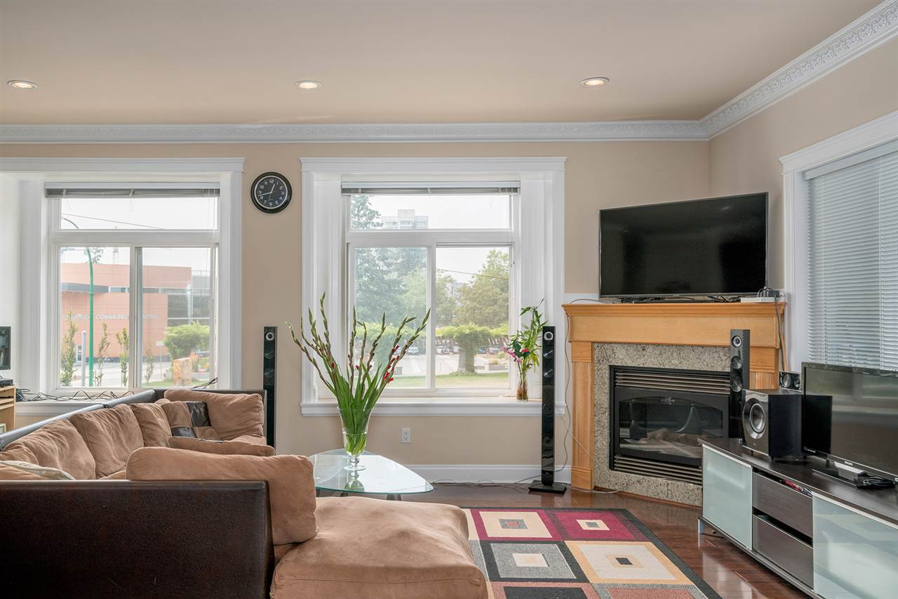 Detached at 7138 HUMPHRIES AVENUE, Burnaby South, British Columbia. Image 3