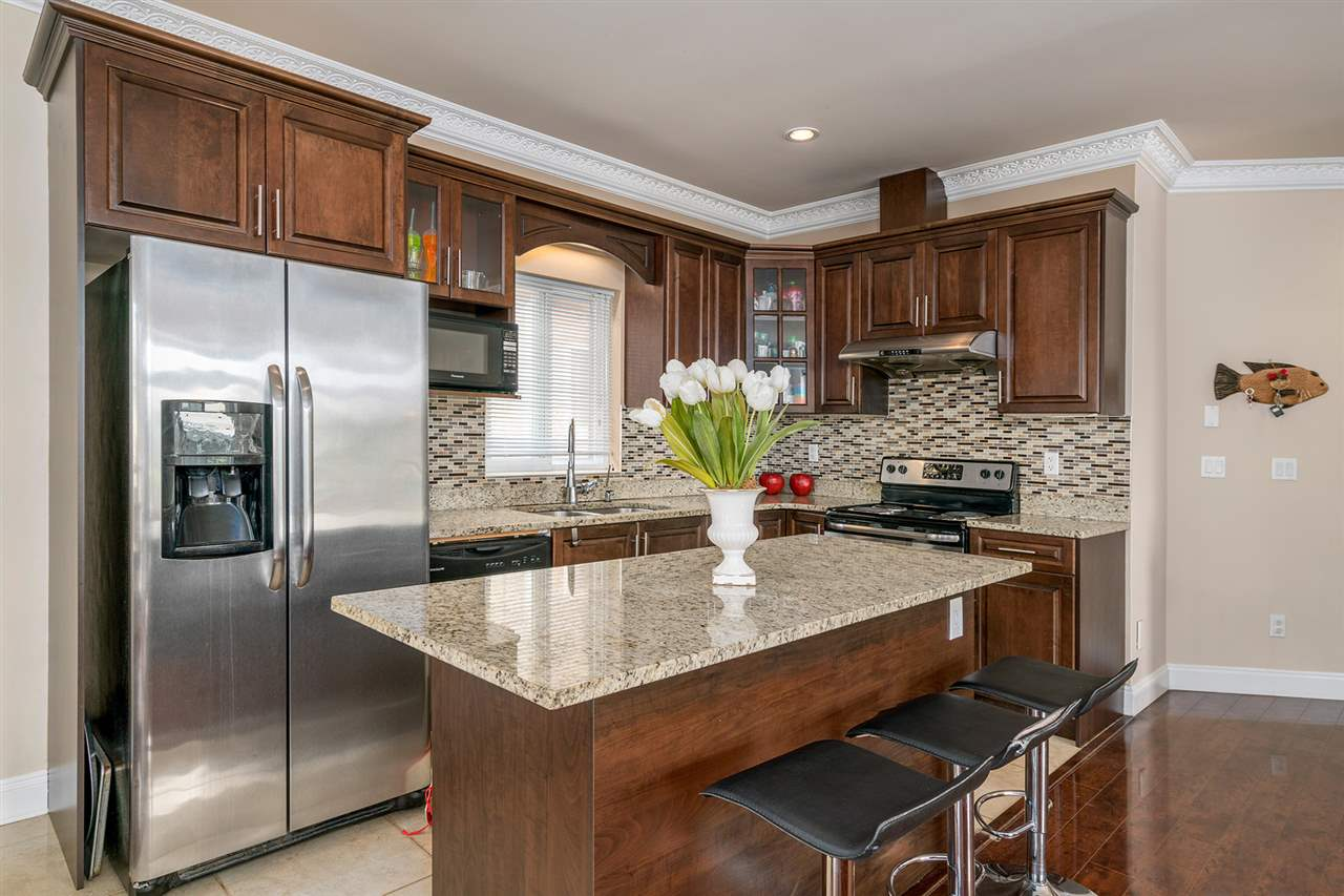 Detached at 7138 HUMPHRIES AVENUE, Burnaby South, British Columbia. Image 5