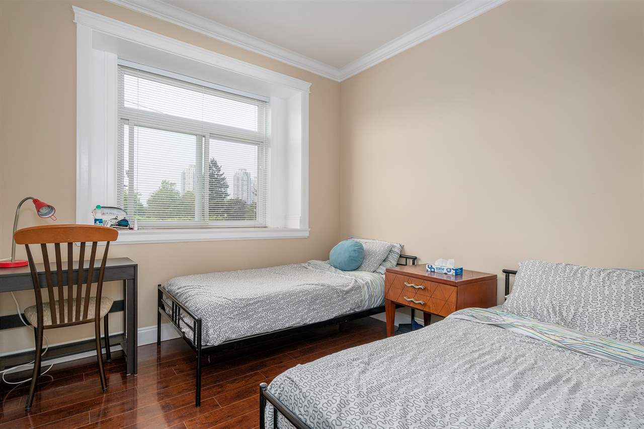 Detached at 7138 HUMPHRIES AVENUE, Burnaby South, British Columbia. Image 10