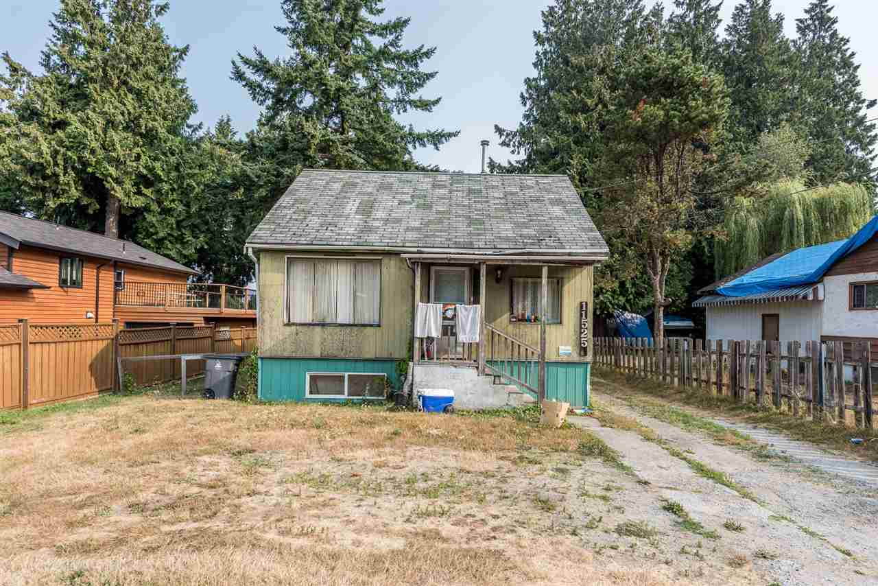 Detached at 11525 96 AVENUE, North Surrey, British Columbia. Image 2
