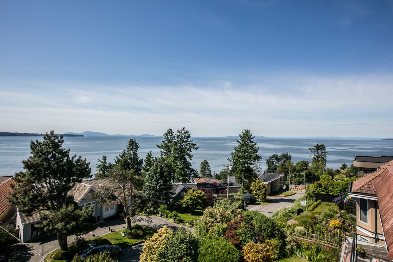 Detached at 14481 MAGDALEN CRESCENT, South Surrey White Rock, British Columbia. Image 2