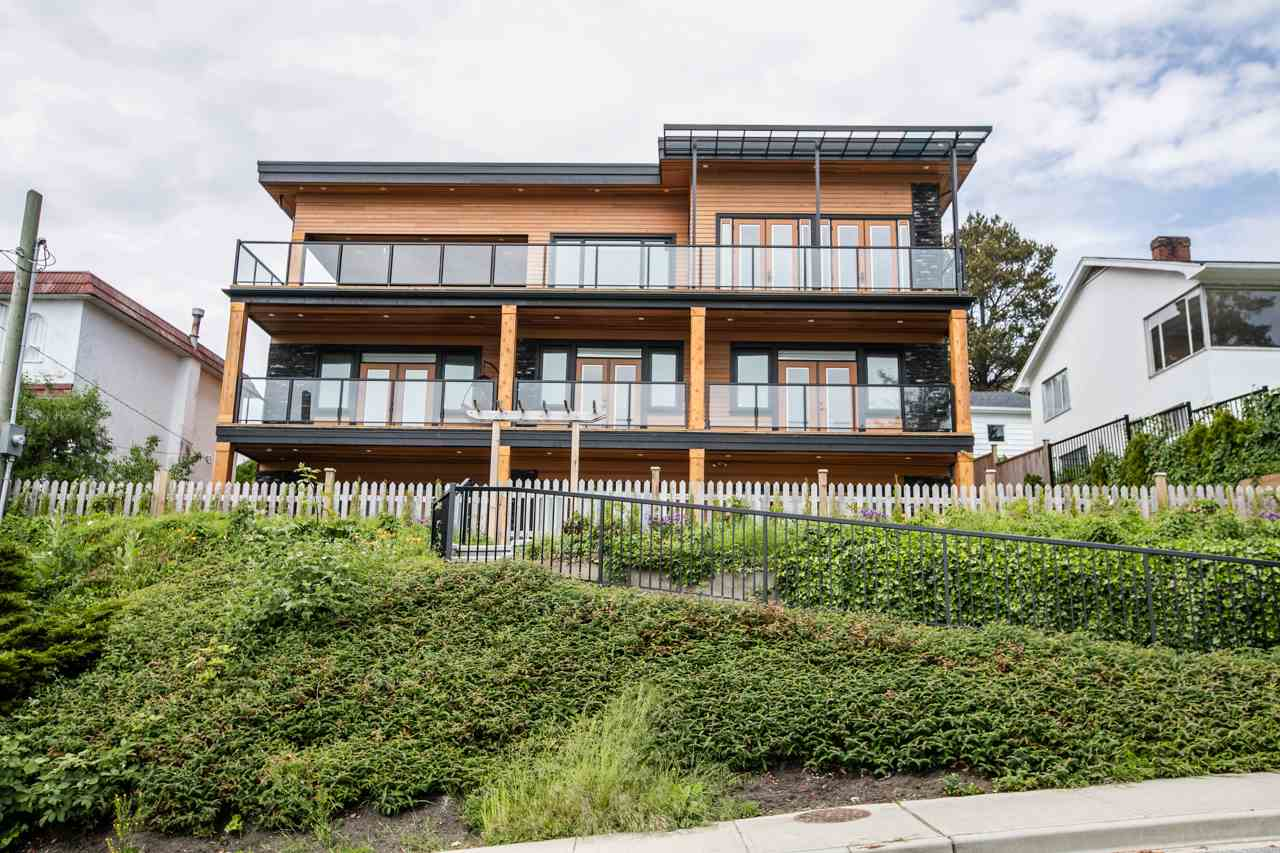Detached at 14481 MAGDALEN CRESCENT, South Surrey White Rock, British Columbia. Image 3