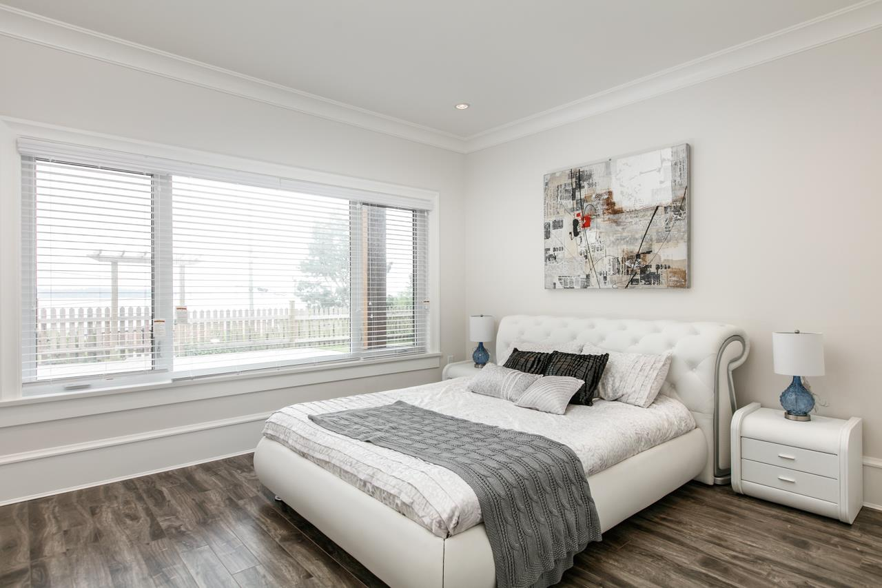 Detached at 14481 MAGDALEN CRESCENT, South Surrey White Rock, British Columbia. Image 12
