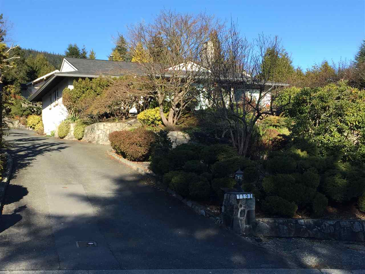 Detached at 1191 CHARTWELL DRIVE, West Vancouver, British Columbia. Image 1