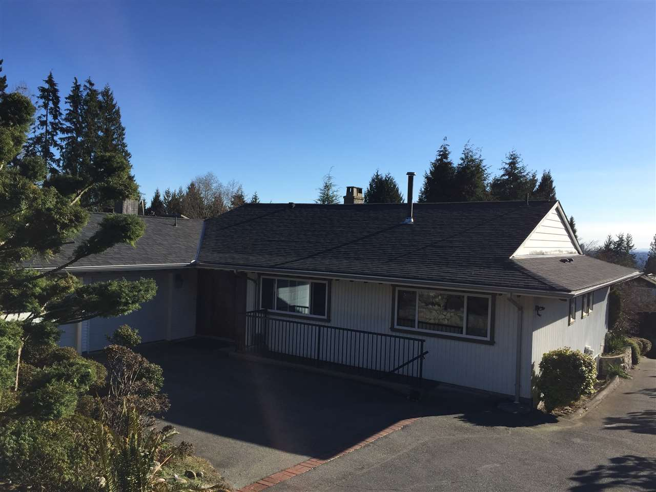 Detached at 1191 CHARTWELL DRIVE, West Vancouver, British Columbia. Image 2