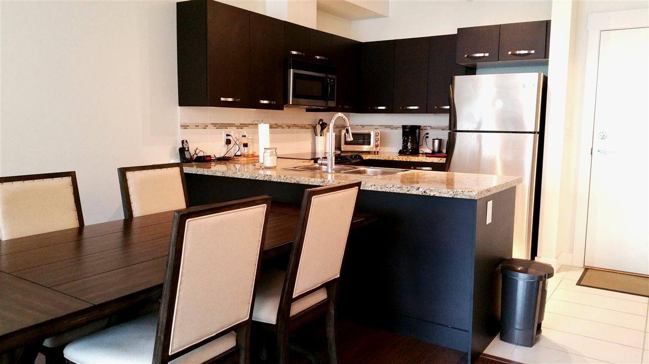 Condo Apartment at 220 33539 HOLLAND AVENUE, Unit 220, Abbotsford, British Columbia. Image 3
