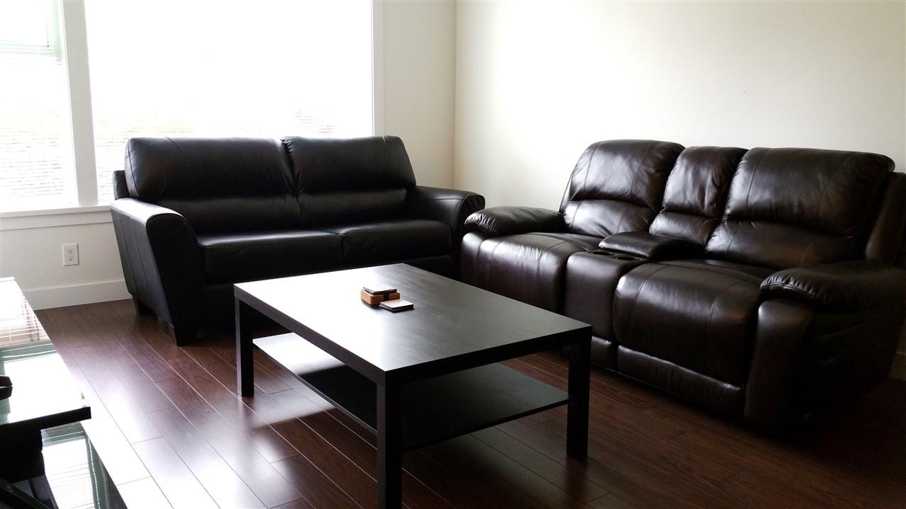 Condo Apartment at 220 33539 HOLLAND AVENUE, Unit 220, Abbotsford, British Columbia. Image 5