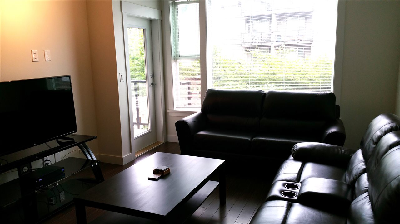 Condo Apartment at 220 33539 HOLLAND AVENUE, Unit 220, Abbotsford, British Columbia. Image 6