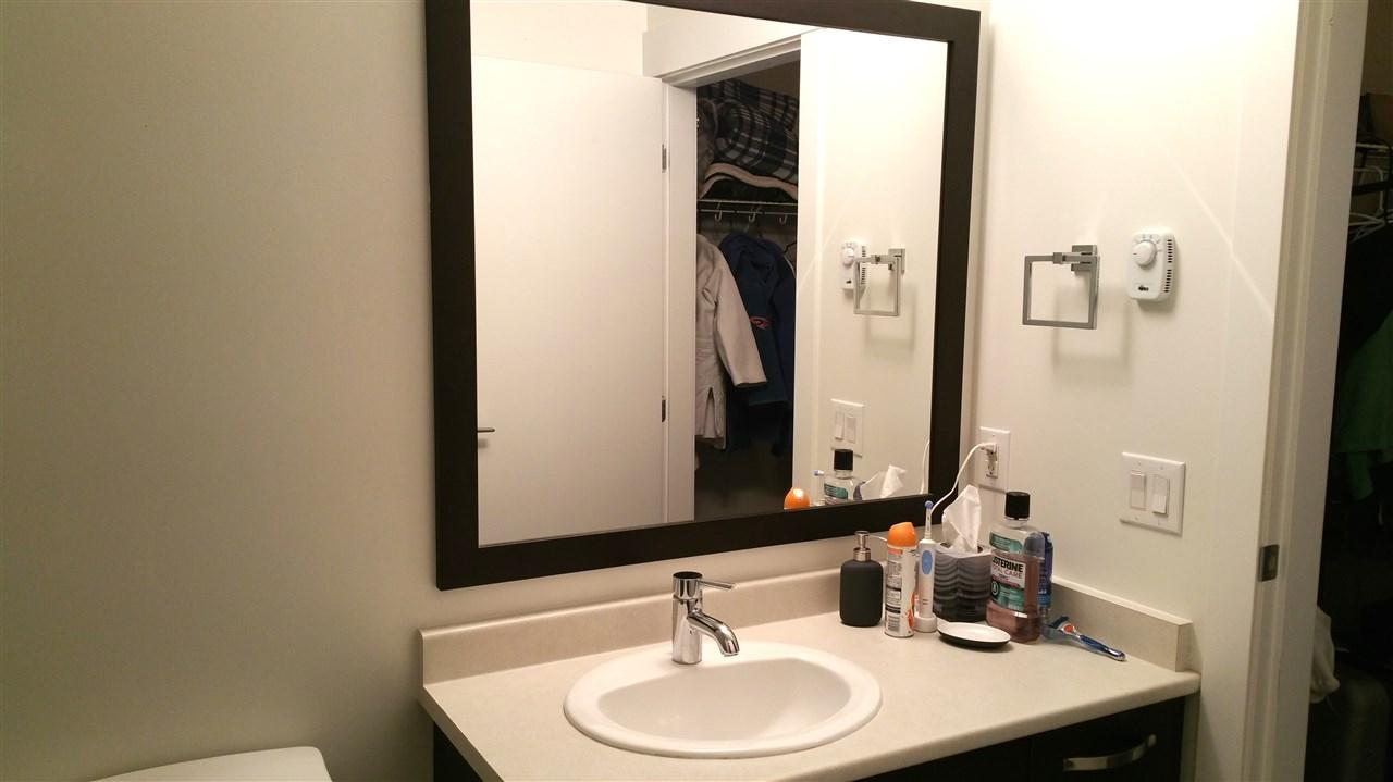 Condo Apartment at 220 33539 HOLLAND AVENUE, Unit 220, Abbotsford, British Columbia. Image 8