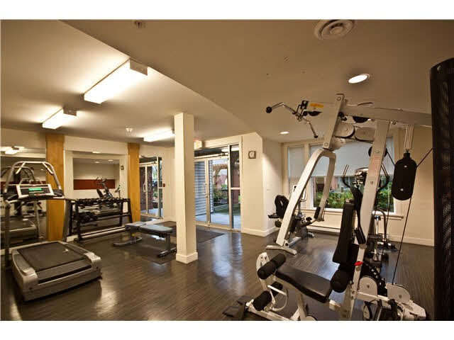 Condo Apartment at 220 33539 HOLLAND AVENUE, Unit 220, Abbotsford, British Columbia. Image 14