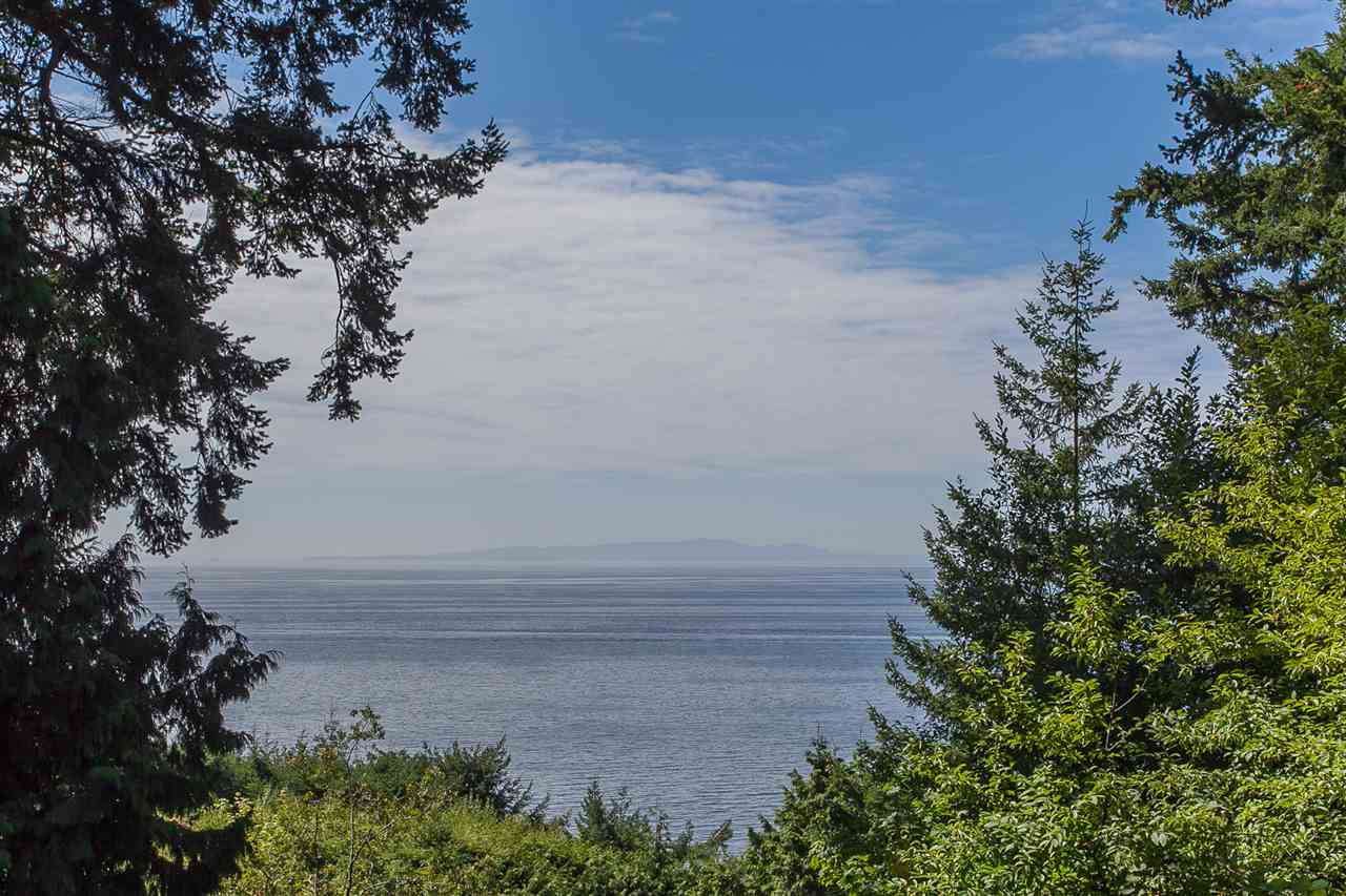 Detached at 12585 15 AVENUE, South Surrey White Rock, British Columbia. Image 1