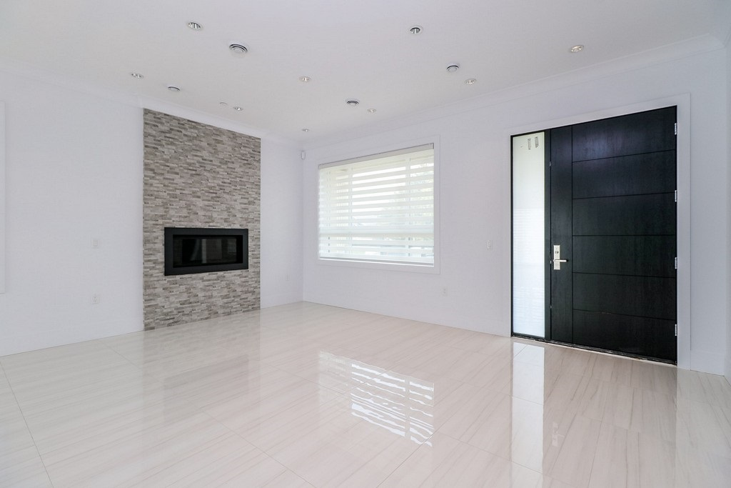 Detached at 3933 SLOCAN STREET, Vancouver East, British Columbia. Image 2