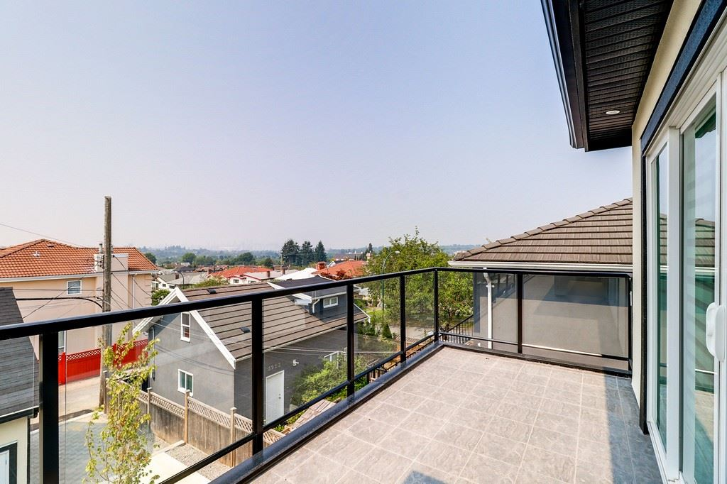 Detached at 3933 SLOCAN STREET, Vancouver East, British Columbia. Image 10
