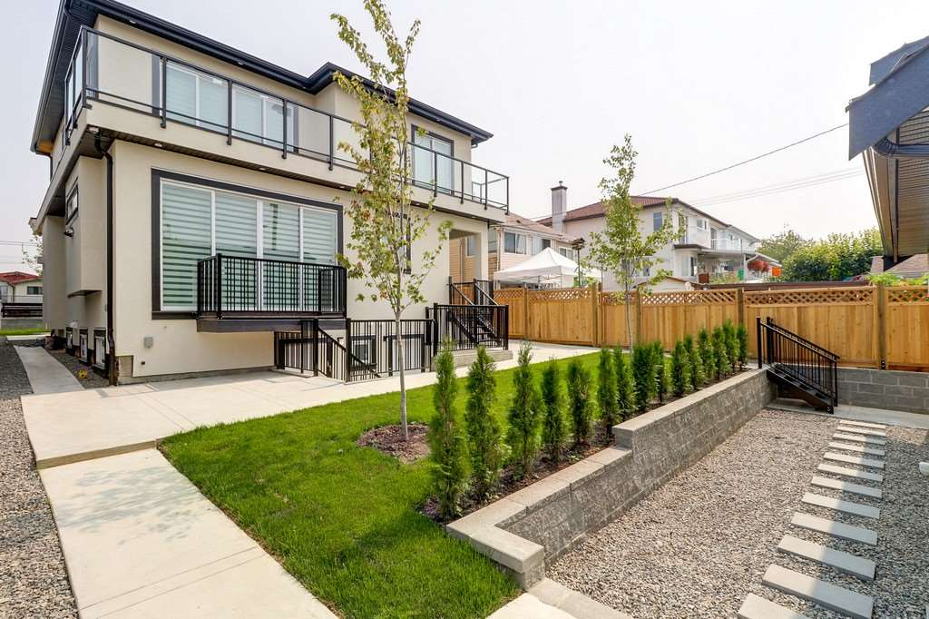 Detached at 3933 SLOCAN STREET, Vancouver East, British Columbia. Image 18