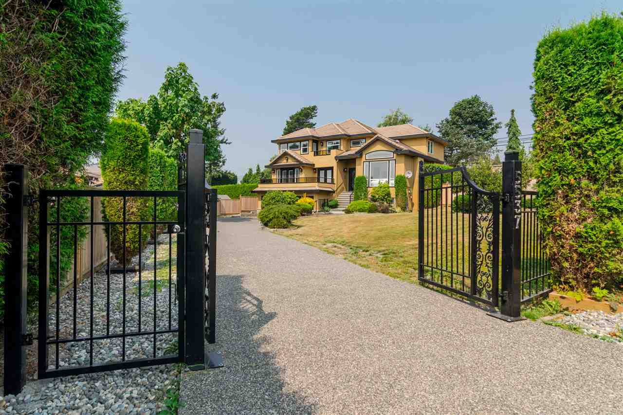 Detached at 5537 185A STREET, Cloverdale, British Columbia. Image 3