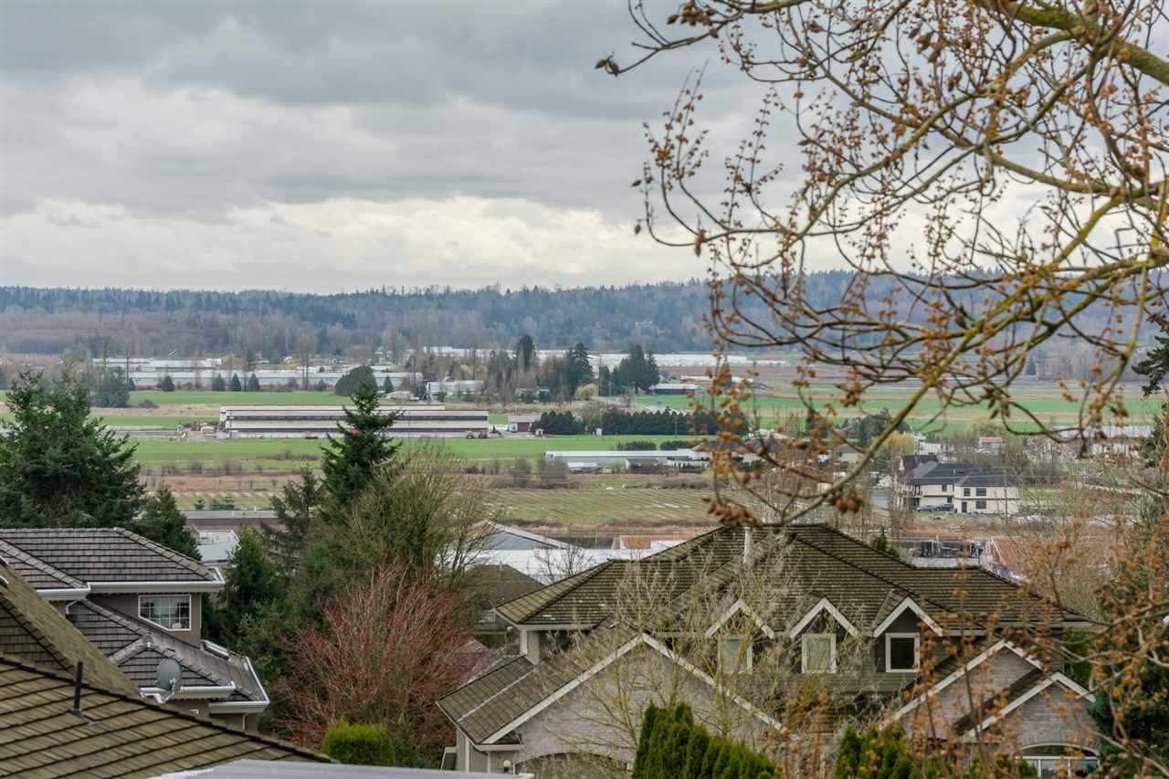 Detached at 5537 185A STREET, Cloverdale, British Columbia. Image 16