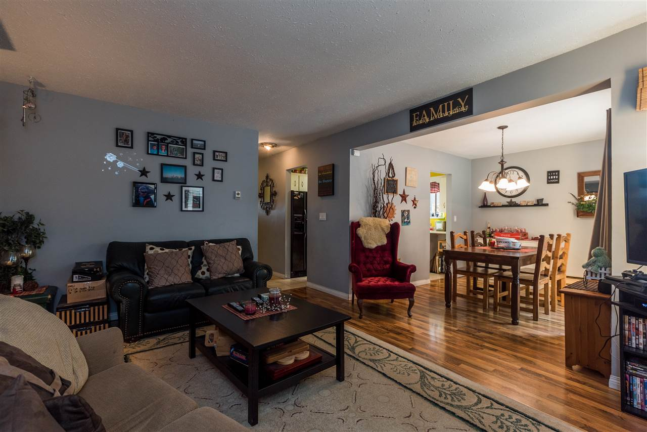 Detached at 45369 MCINTOSH DRIVE, Chilliwack, British Columbia. Image 5