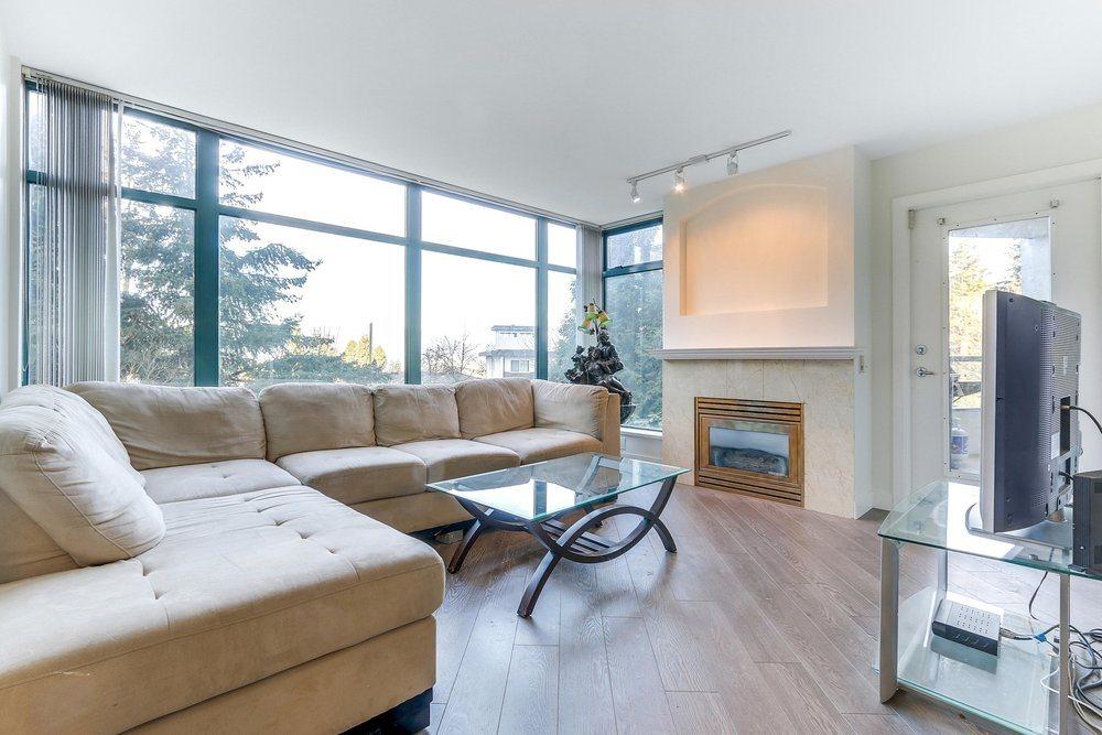 Condo Apartment at 203 4567 HAZEL STREET, Unit 203, Burnaby South, British Columbia. Image 3