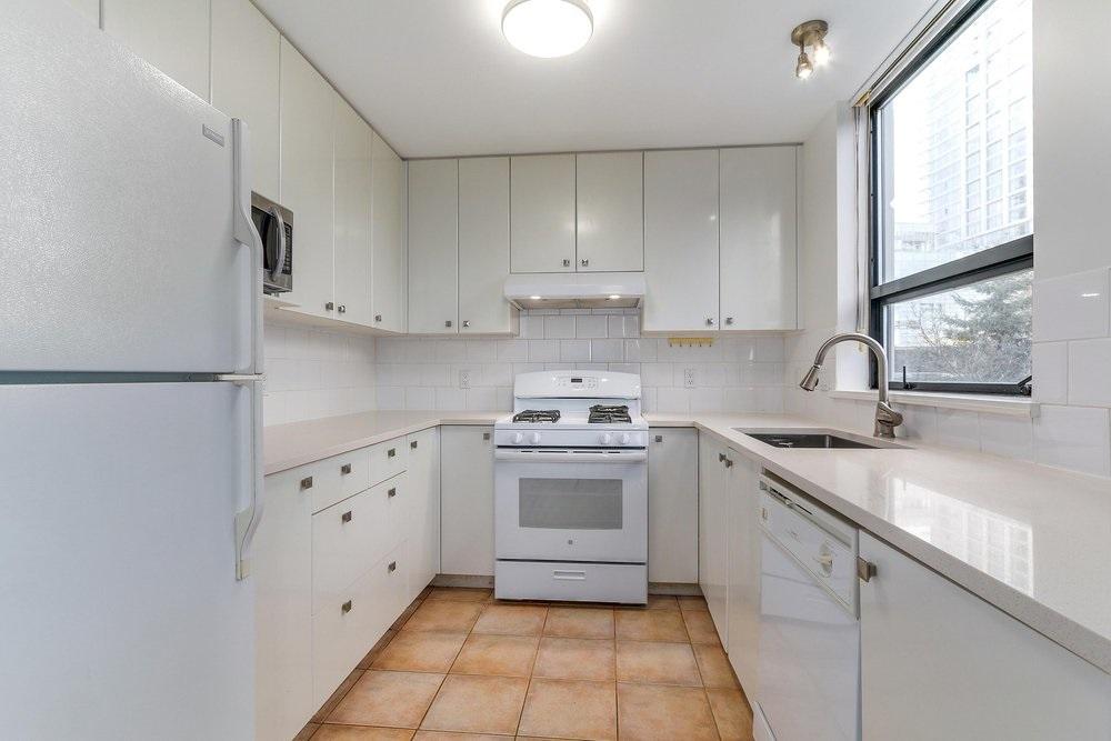 Condo Apartment at 203 4567 HAZEL STREET, Unit 203, Burnaby South, British Columbia. Image 8