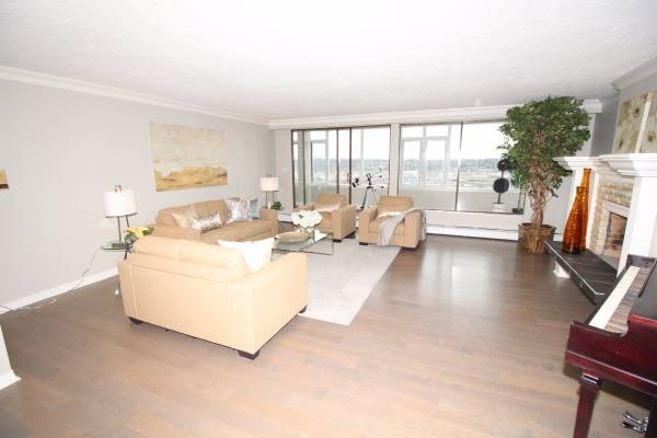 Condo Apartment at 1701 320 ROYAL AVENUE, Unit 1701, New Westminster, British Columbia. Image 4