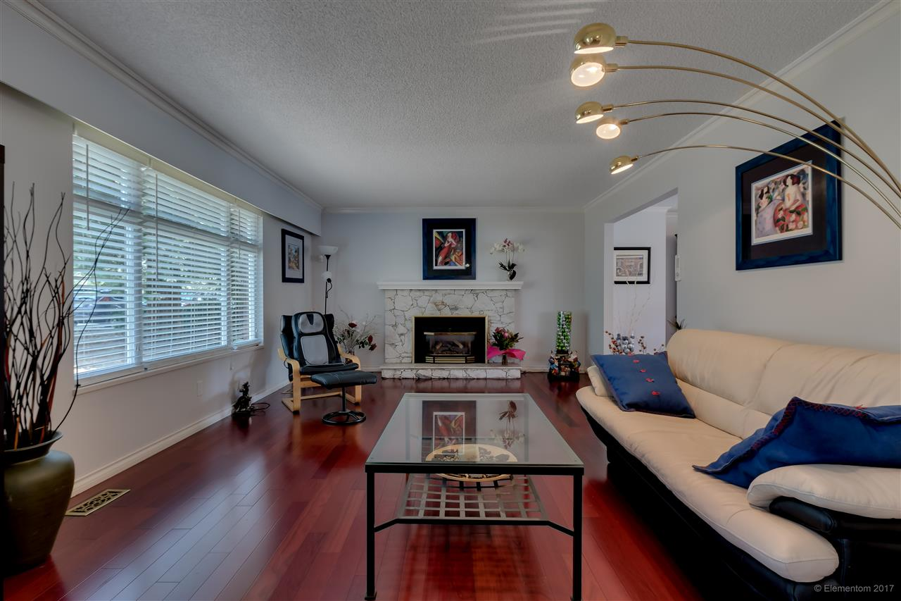 Detached at 2509 BENDALE ROAD, North Vancouver, British Columbia. Image 4
